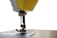 Máquina de costura no fundo branco, pé da máquina Fotografia de Stock Royalty Free