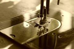 Máquina de costura no sepia Foto de Stock Royalty Free