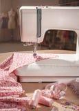 Máquina de costura no trabalho Foto de Stock Royalty Free