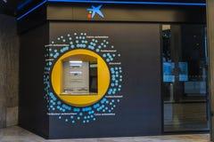 Máquina de dinheiro do ATM de Caixabank em Bilbao, Espanha Fotos de Stock Royalty Free