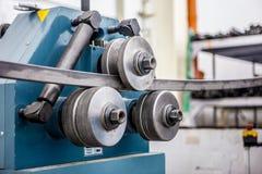 Máquina de dobra da tubulação na oficina Imagens de Stock