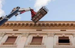 Máquina de elevação móvel da plataforma de trabalho Foto de Stock Royalty Free