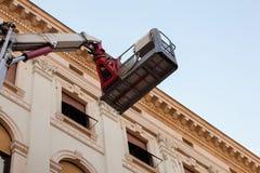 Máquina de elevação móvel da plataforma de trabalho Imagem de Stock Royalty Free