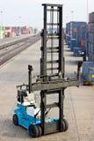 Máquina de elevación en área del envase Foto de archivo