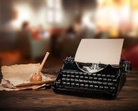 Máquina de escrever antiga no estilo velho do vintage Fotos de Stock