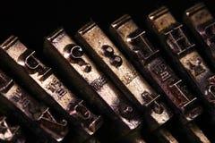 A máquina de escrever do vintage algum estilo do macro do caráter ou da letra Imagens de Stock