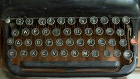 Máquina de escrever do vintage na tabela de madeira Imagem de Stock Royalty Free