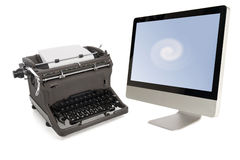 Máquina de escrever manual e computador moderno Foto de Stock Royalty Free