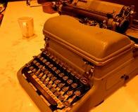 Máquina de escrever manual mecânica do vintage fotografia de stock