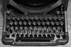 Máquina de escrever preto e branco do vintage foto de stock royalty free