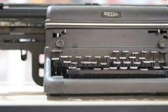 Máquina de escrever real de aço Benched da velha escola do tipo Fotos de Stock