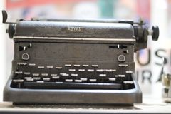 Máquina de escrever real de aço Benched da velha escola do tipo Imagem de Stock