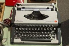 Máquina de escrever velha na feira da ladra em Zagreb Foto de Stock Royalty Free