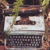 máquina de escribir abundante Imagen de archivo libre de regalías