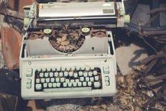 Máquina de escribir aherrumbrada Fotos de archivo