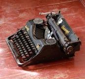 Máquina de escribir clásica del vintage del metal de Rheinmetall Foto de archivo