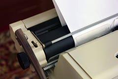 Máquina de escribir del primer Viejas cosas imagen de archivo