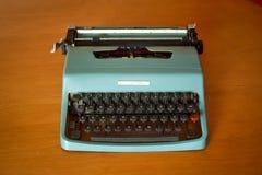 Máquina de escribir del vintage en tonos del color verde Imágenes de archivo libres de regalías