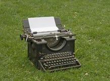 Máquina de escribir en el césped Foto de archivo libre de regalías