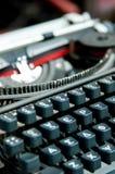 Máquina de escribir griega-inglés vieja fotografía de archivo libre de regalías