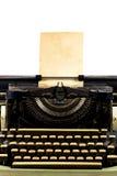 Máquina de escribir vieja con el papel imagen de archivo