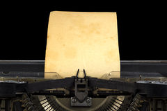 Máquina de escribir vieja con el papel imagen de archivo libre de regalías