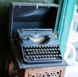 Máquina de escribir vieja del vintage fotografía de archivo