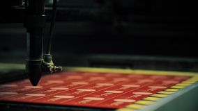 Máquina de Graving que hace la placa con los emblemas metrajes