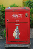 Máquina de la Coca-Cola de la vendimia. Imagen de archivo