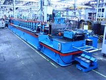 Máquina de la conformación por medio de rodillos para la fabricación comercial Imágenes de archivo libres de regalías