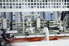Máquina de la producción en una fábrica de los muebles fotos de archivo libres de regalías