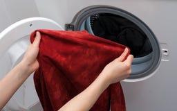Máquina de lavar do carregamento foto de stock