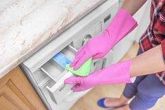 Máquina de lavar fêmea da lavagem da mão Foto de Stock