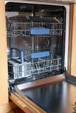 Máquina de lavar louça vazia da cozinha Foto de Stock