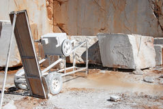 Máquina de mármol para aserrar Fotos de archivo libres de regalías