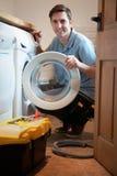 Máquina de Mending Domestic Washing del ingeniero Fotos de archivo