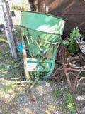 Máquina de mistura velha do fazendeiro imagem de stock