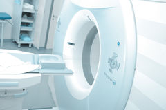 Máquina de MRI en hospital moderno Fotos de archivo libres de regalías