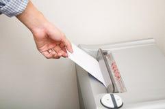 Máquina de papel destrozada Imágenes de archivo libres de regalías