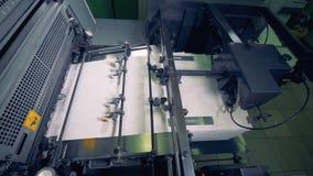 Máquina de papel de la producción Proceso de recursos secundarios El equipo especial funciona en una oficina de la impresión metrajes