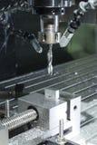 Máquina de proceso automatizada molino industrial del metal del CNC Foto de archivo libre de regalías