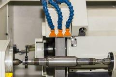 Máquina de pulir cilíndrica de la superficie de la alta exactitud del proceso de acabamiento para el trabajo industrial del metal fotografía de archivo libre de regalías