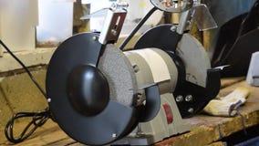 Máquina de pulir de las muelas abrasivas Eléctrico afilado Tipo de equipo para afilar las herramientas almacen de video