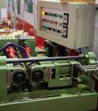 Máquina de rolamento hidráulica da linha imagens de stock