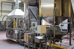 Máquina de Tampoprint na cervejaria Ochakovo Fotografia de Stock