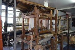 Máquina de tecelagem na fábrica, Turquia imagem de stock