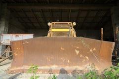 Máquina de trabajo de la granja vieja Imagenes de archivo