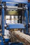 Máquina de trabajo del madera-corte foto de archivo