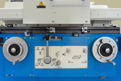 Máquina de trabajo del metal moderno Fotos de archivo libres de regalías