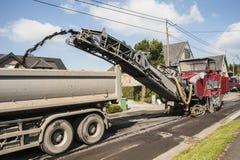 Máquina de trituração da estrada asfaltada foto de stock royalty free